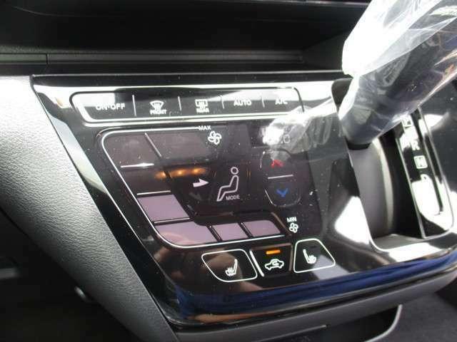 エアコン操作は見やすく使いやすいタッチパネル式のエアコン♪シートヒータースイッチも押しやすいです♪