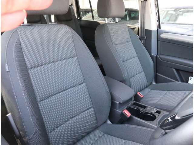 フロントシートはホールド性に優れ長時間お座りいただいても疲れにくいシートです。運転席・助手席エアバッグ・サイドエアバッグ・カーテンエアバッグ等を標準装備。