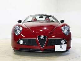 2006年に発表されたアルファ ロメオのフラッグシップスポーツカー「8C コンペティツィオーネ」のオープンモデルです!
