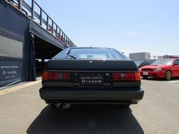足回りにはブリッツ車高調(ピロアッパー付)にロッドを装備をし、マフラーやエンジンはオリジナルを保った綺麗なAE86になります☆