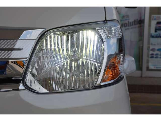 Bプラン画像:ハロゲンヘッドライトをLEDヘッドライトに変更します。夜道も明るく、見た目もおしゃれ。もちろん車検対応。安心のMADE IN JAPAN。PIAA製で3年間保証付です。