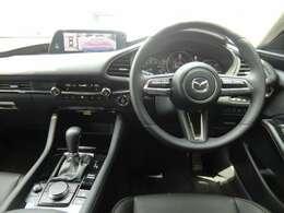 ドライバーに適切な情報量を考え抜いた、人間中心のインテリアです。
