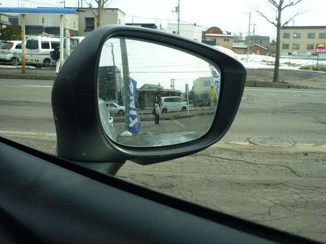 ドアミラーの視界はこんな感じです!死角の車両を感知するブラインド・スポット・モニタリング搭載!