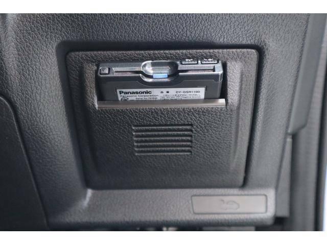 純正ETCビルトインカバーにETC2.0を装備ています。リアルタイムに情報連携して、渋滞の迂回ルート、安全運転をサポートし、災害時の適切な誘導をします。多彩な情報が、便利で快適なドライブを愉しめます