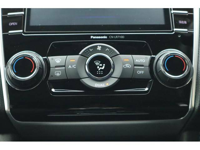 左右席の温度をそれぞれ調整できる、ディアルタイプのエアコンです。設定温度の情報はマルイインフォメーションディスプレイで確認でき、少ない視線移動で操作できます。