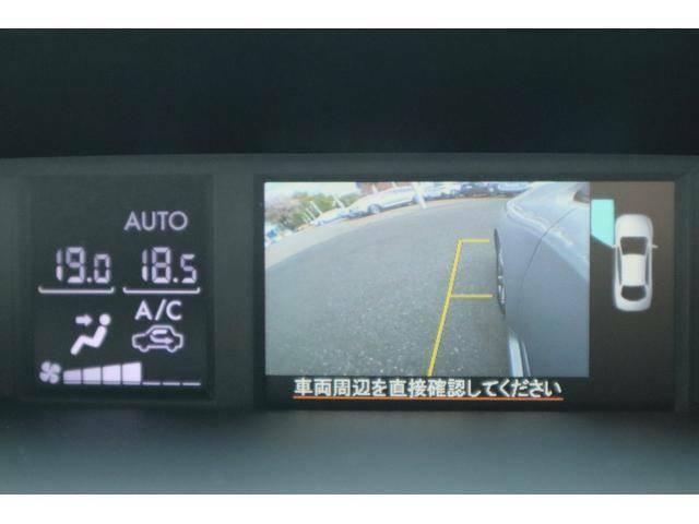 サイドカメラを装備しております。黄色い縦線はボディから横30センチを目安としております。