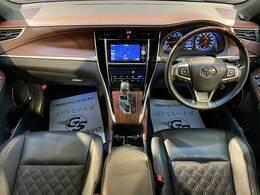 グレードはプレミアム。 ステッチは茶色になっており、外装内装共に非常に高級感があるお車となっております。