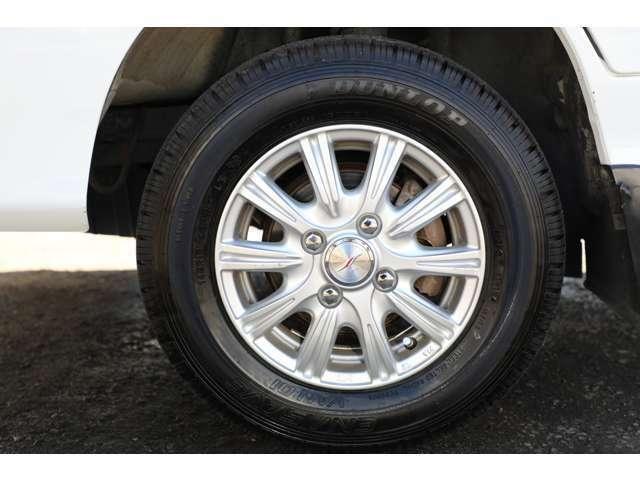 ★社外12インチアルミホイールにダンロップ社製のタイヤ装着!溝もまだまだ御座いますので安心ですね♪★