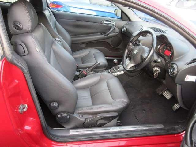運転席・助手席のシート共にヘタレもなく綺麗な状態です。