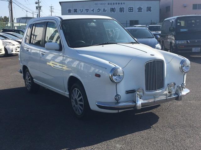 当店の物件をご覧いただきありがとうございます。三重県伊賀市の【お車鑑定.Com上野店】です。三重県内の販売はもちろん、県外や遠方への販売も行っております。