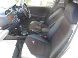 運転席から各種ボタンの操作がしやすいように設計されたデザイン。お子様がドアや窓でいたずらをしても安全管理ができます。