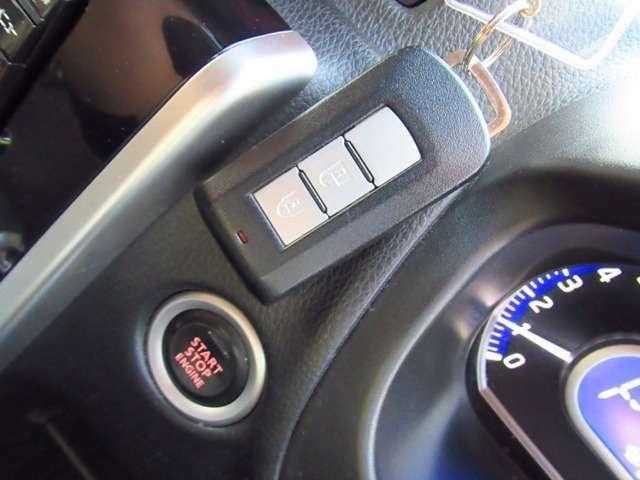 今や常識!!スマートキー付き!!鍵を刺さずともエンジン始動や、ドアの開閉が可能です!!