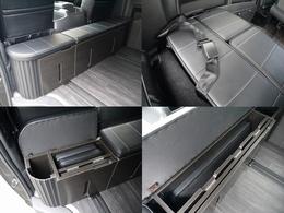 キャビネットは後ろ向き用の補助席が出てきます。(車検対応)