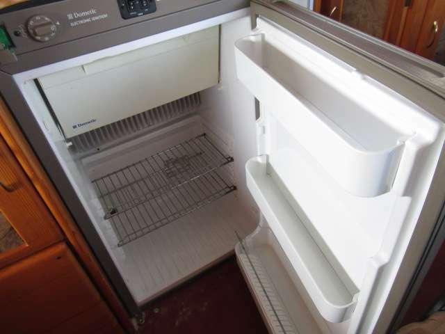 3WAY冷蔵庫装備しております!キャンピングカーには欠かせないアイテムですね♪