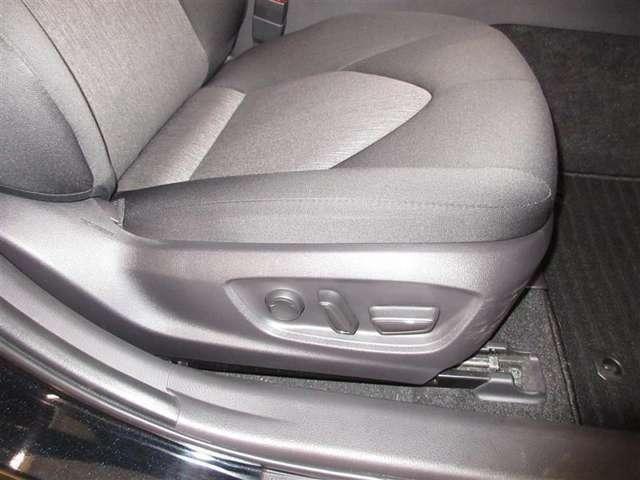 運転席パワーシート装備!軽い操作できめ細かく移動できます。