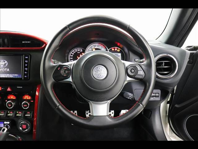 ◆自動車登録業務につきましても、従来は外部の行政書士にアウトソーシングすることが多い業務ですが、自社行政書士が行い費用を軽減しております!