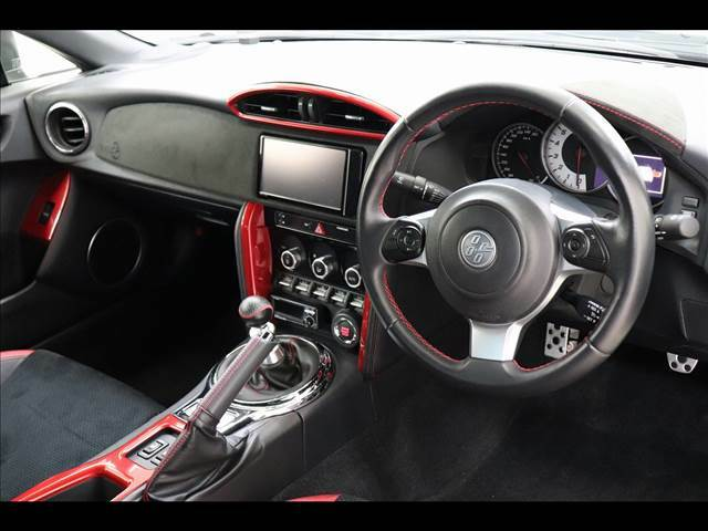 ◆弊社はクルマ年間約9000台を取引(グループ各社含む)!当店では専属のバイヤーが厳選した車輌のみ小売販売しております。また、展示車は全て第三者機関が査定済みです。