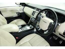 内装色はクリームレザーを採用し、イギリス車らしい上質な室内空間を作り上げておりますので、ドライバー、同乗者が過ごしやすくなっております。