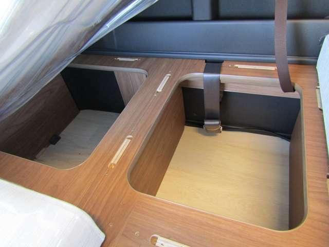 シート下には大きな収納スペースをご用意。ダイニングテーブルもすっぽりと収納できる専用設計♪