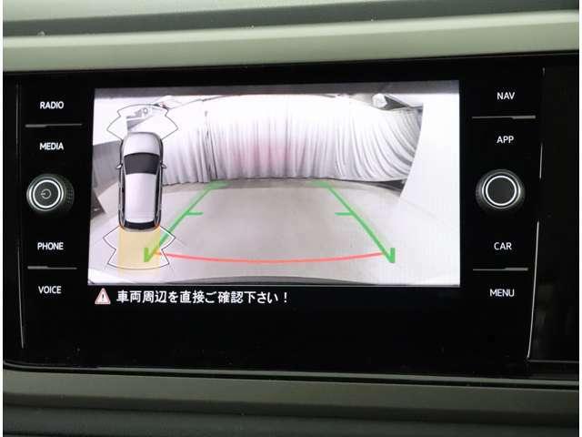 ★ギアをリバースに入れると車両後方の映像を映し出します。バック時の後方視認をサポートします。