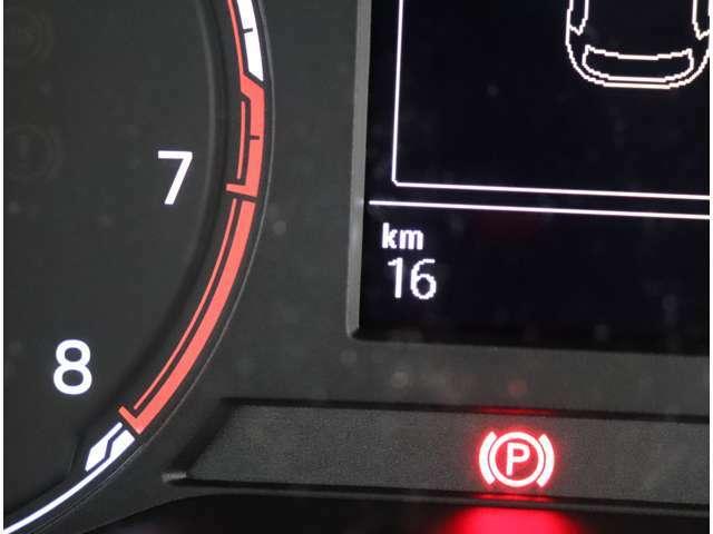 ★マルチファンクションインジゲーターは時刻、瞬間、平均燃費、走行距離、平均速度などドライビングに役立つ情報が得られます。