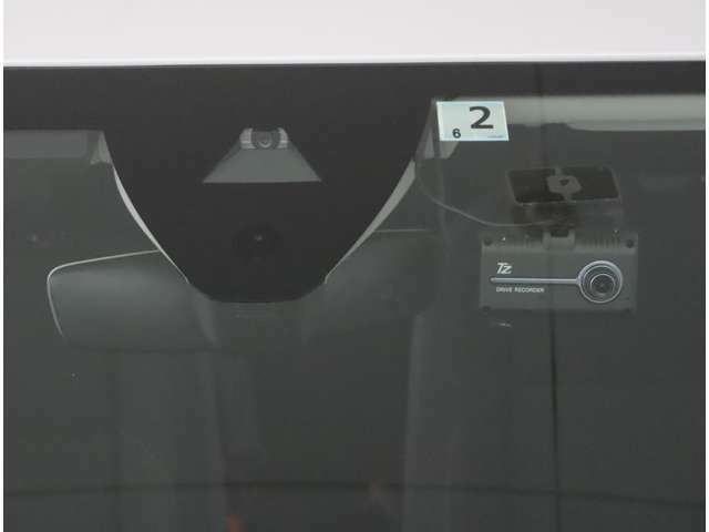 ★ドライブレコーダーが装備されております。パーキングモードを搭載しGPSお知らせ機能でドライブ中の危険なエリアを事前にお知らせしてくれます。
