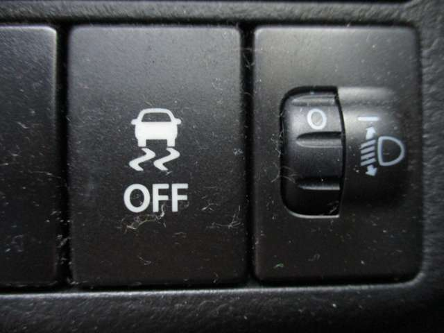 ★横滑り防止アシスト★横滑りしそうな時、すぐにセンサーが反応して、ブレーキやエンジンを制御してクルマを安定した姿勢に戻します。