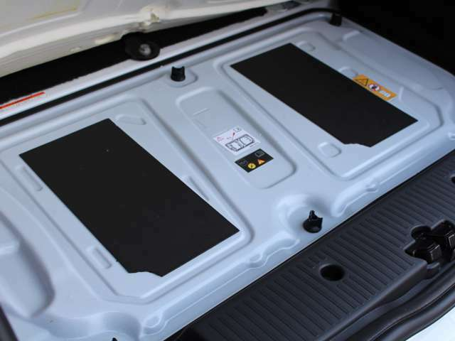 パネル下には、直列3気筒DOHC12バルブターボ、総排気量:897cc