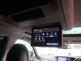 純正フリップダウンモニターを装備。マークレビンソンによる豊かな深みのある心地の良いサウンドが車内を心地よく満たしてくれます。