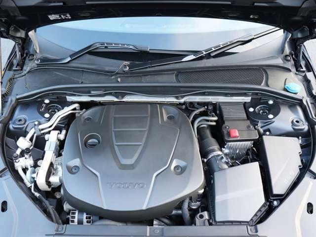 洗練されたクリーンディーゼルターボエンジンが、燃料消費を最小限に抑えながらも力強い走りを生み出します。