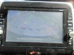 純正9型SDナビ付♪ ガイド線付きバックカメラで駐車も安心ですね♪ 画面も大きく、駐車も安心ですね♪
