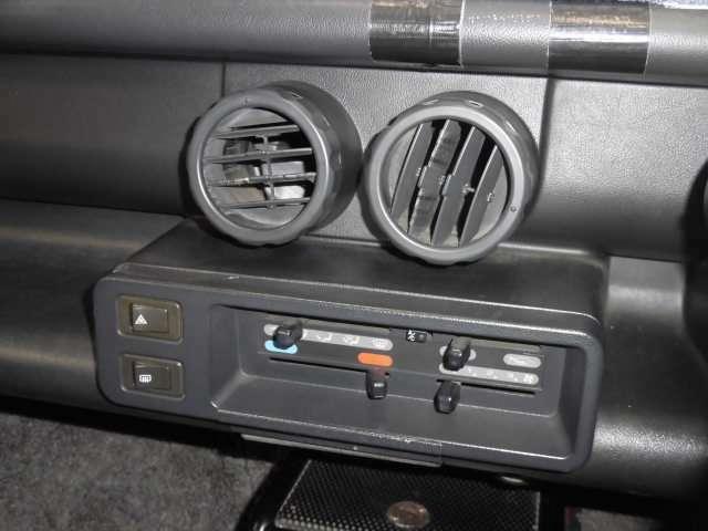 きわめてシンプルですが、分かりやすいエアコンのコントローラーです♪