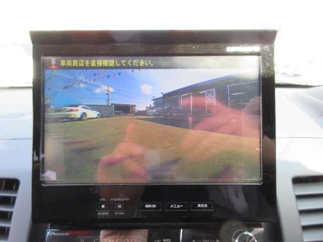 社外カロッツェリアHDDナビ付き♪ ガイド線付バックカメラで駐車も安心ですね♪ 広角のカメラが採用されており、とても見やすく取り付けられております♪