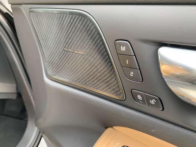 フロント両シートにシートメモリー機能を搭載。自分専用のシートを記憶させることでより良い運転姿勢とともに、優越感にも浸れる機能です。