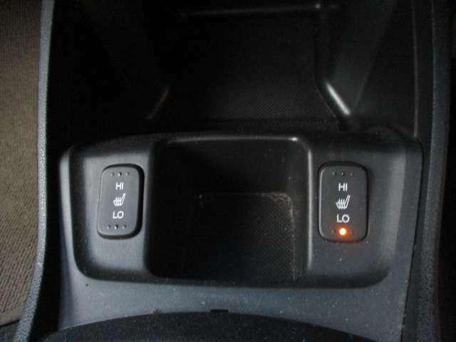 ★シートヒーター★前側左右シートヒーター付きですので冬でもシートが暖かいです♪冷え性の方、特に女性にはたいへんうれしい装備ですね♪