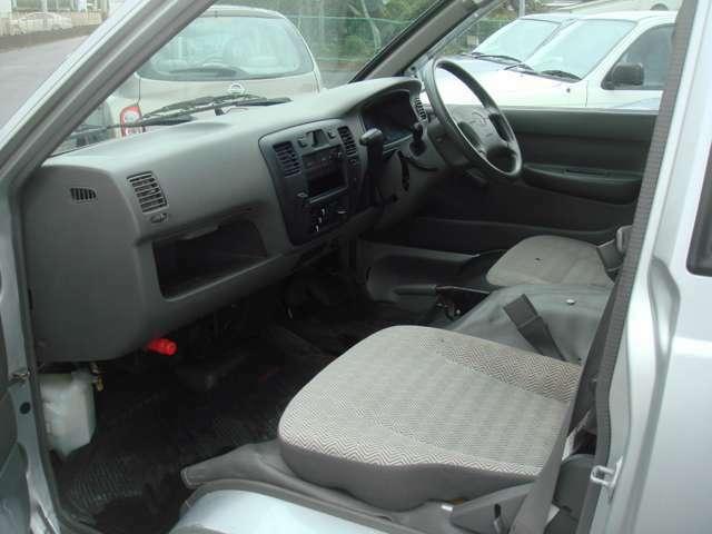 綺麗なシートですD席補修跡あります