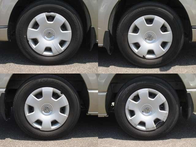 純正鉄ホイールが装着されています。タイヤブランドは、ヨコハマです。タイヤサイズは、195/80R15です。残り溝はフロントが5mm、リアが5mmです。ホイールキャップに一部割れがあります。