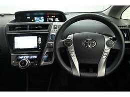 視線移動を少なく済むよう、メーターをセンターに配置。デジタル表示でとても見やすく安全運転のお役に立ちます。