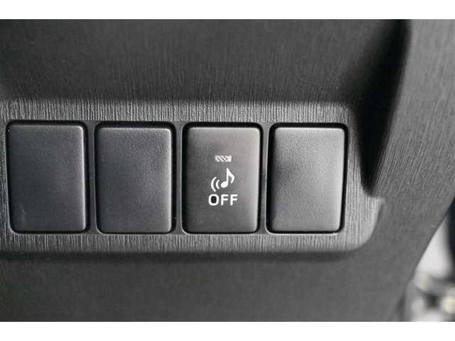 車両接近通報装置OFFスイッチ  ハイブリッド車は、モーターで発進するとき、スピーカーより音を出しています。その音をOFFにするスイッチです。