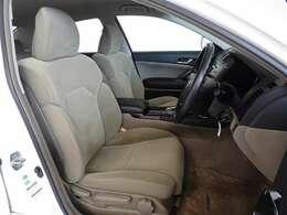 心地良さを追求した、機能性の高いシートです。上質な座り心地で長距離運転も疲れません。