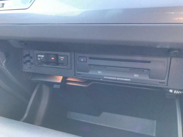 ETCユニット、CDDVD、SDカードスロットはグローブボックス内に。