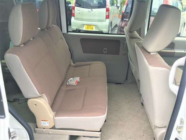 リヤシート付きなので車いすをお乗せにならない時は4人乗車も可能です(*^^*)