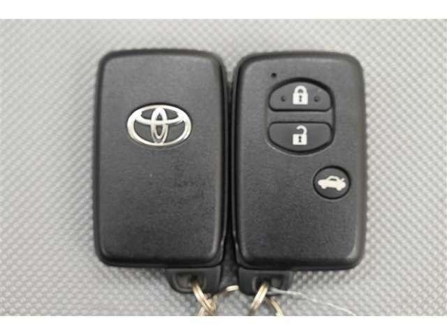 スマートキー  ポケットやバッグに携帯すれば、ドアロックの解錠・施錠、エンジン始動などができ便利です。 詳しくはスタッフまでお問い合わせください。