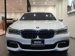 """【BMWの伝統-1】BMWの特徴的な""""キドニーグリル""""は、80年以上続く伝統の形でございます。変わらないこだわりのデザインが、プレミアムブランド""""BMW""""を創り出します。"""
