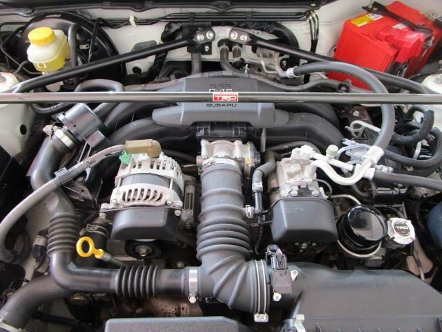 カタログ燃費12.4Km/l 水平対向4気筒200馬力エンジン!