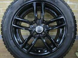 オプションにて、社外16インチブラックアルミホイール付き スタッドレスタイヤのご用意もございますのでご相談下さい♪