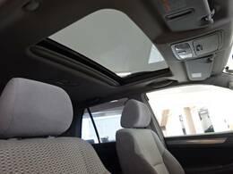開放感溢れるドライブをお楽しみいただける高級装備の【サンルーフ】を装備。査定アップも見込める人気メーカーオプションです☆