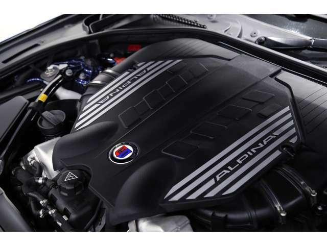 【エンジンスペック】 V型8気筒 4394cc ガソリン ターボ 520馬力(カタログ値)
