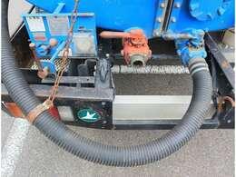 排出ホースを吸入兼用として使用できます。また吸入ホースを別弁に接続することも可能です。