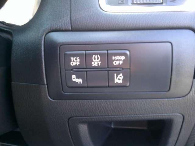 アイドリングストップ・タイヤ空気圧センサー・車線逸脱防止・ブラインドスポットモニターなど安全装備が多数搭載されています